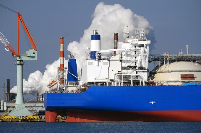 輸入品を運ぶタンカー